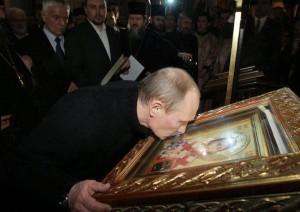 Putin-ljubi-ikonu