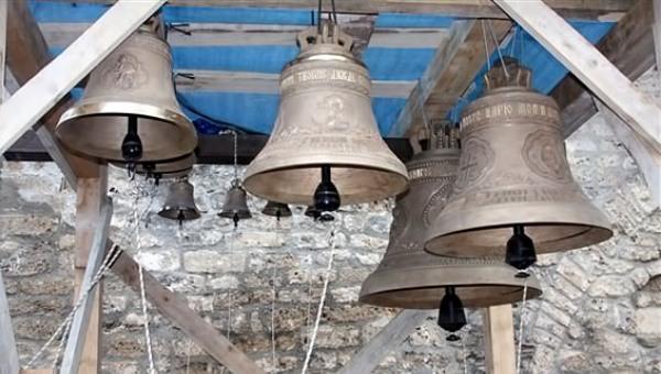 zvona-na-crkvi