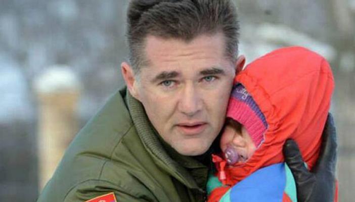 vojnik spasava dete feketic
