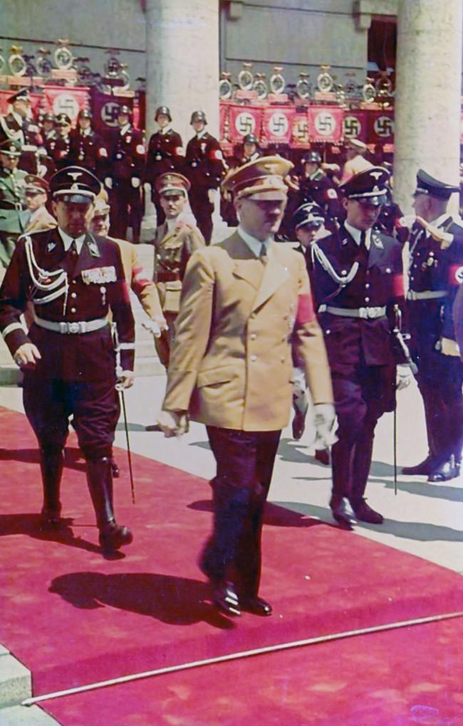 Dolazak-Hitlera-na-paradu