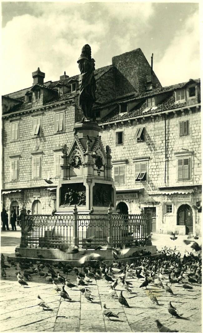Gundulicev spomenik1