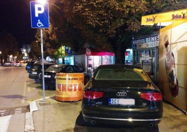 Skupoceni audi Novice Tončeva nepropisno parkiran u centru Niša