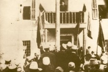 Ismail_Kemal_bey_Vlora_speaking_in_Vlora_1912