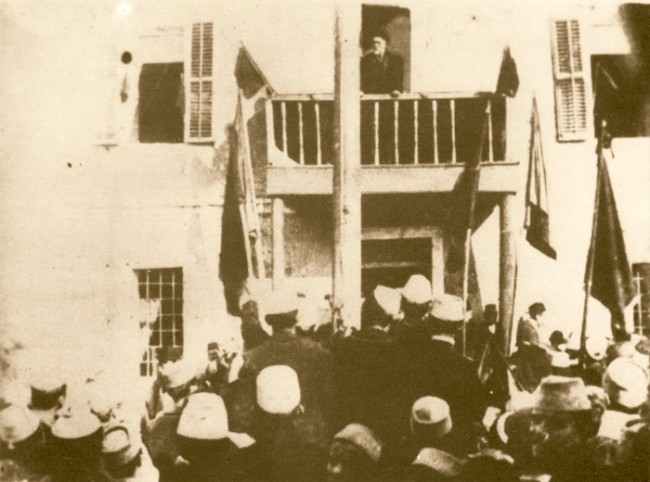 Ismail_Kemal_bey_Vlora_speaking_in_Vlora_1912