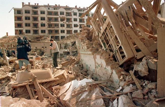 Mesto: Aleksinac Datum: 08.06.1999 Dogadjaj: POLITIKA - arhivska fotografija Aleksinca, tokom NATO bombardovanja SRJ 1999. godine Licnosti:  fonet