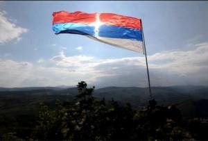 zastava-krst-srbija-kosovo-foto-printskrinfb-1449923619-802659-700x473