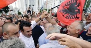 makedonijaprotestalbanci06