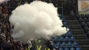 Neredi na kosarkaskoj utakmici finale serije Crvena Zvezda-Partizan. Foto: Srdjan Ilic