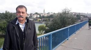 gojko-lalovic-protestuje-na-brankovom-mostu-foto-twitter