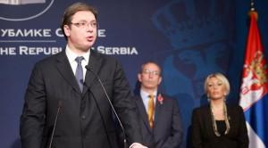 Premijer Vučić preuzima izveštaj o napretku / Foto: Fonet, Slobodan Miljević