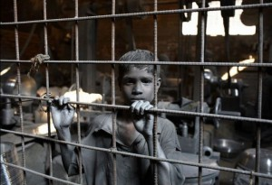 child-labor-in-silver-cooking-pot-factory-700x479
