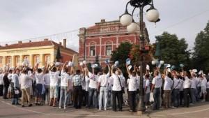 big_1490777432~~Aktivisti-Srpske-napredne-stranke-pred-izbore-2013,-Foto-Fejsbuk,-stranica-SNS-Zaječar1