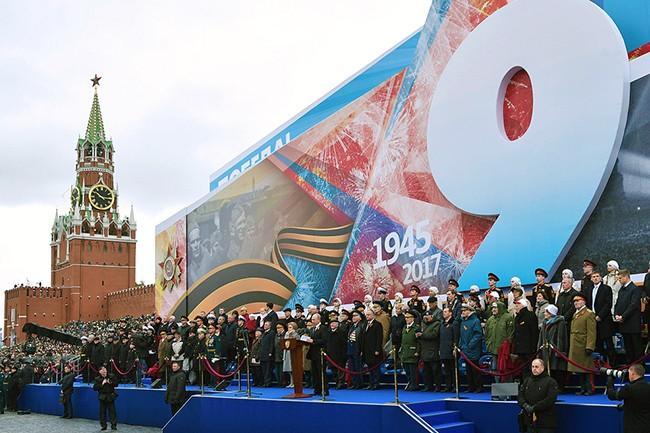 MOSCOW, RUSSIA - MAY 9, 2017: Russia's President Vladimir Putin (C front) during a Victory Day military parade marking the 72nd anniversary of the victory over Nazi Germany in the 1941-1945 Great Patriotic War, the Eastern Front of World War II, in Moscow's Red Square. Alexei Nikolsky/Russian Presidential Press Office/TASS Đîńńč˙. Ěîńęâŕ. 9 ěŕ˙ 2017. Ďđĺçčäĺíň Đîńńčč Âëŕäčěčđ Ďóňčí (â öĺíňđĺ íŕ ďĺđâîě ďëŕíĺ) íŕ Ęđŕńíîé ďëîůŕäč âî âđĺě˙ âîĺííîăî ďŕđŕäŕ, ďîńâ˙ůĺííîăî 72-é ăîäîâůčíĺ Ďîáĺäű â Âĺëčęîé Îňĺ÷ĺńňâĺííîé âîéíĺ. Ŕëĺęńĺé Íčęîëüńęčé/ďđĺńń-ńëóćáŕ ďđĺçčäĺíňŕ ĐÔ/ŇŔŃŃ