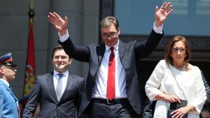 Newly elected Serbian President Aleksandar Vucic waves to his supporters after a swearing-in ceremony at the parliament building in Belgrade, Serbia May 31, 2017. REUTERS/Marko Djurica